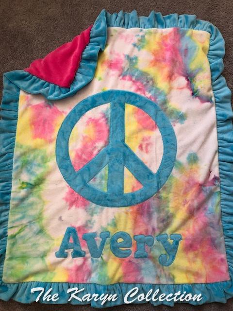 Avery Peace Tie-Dye minki Blanket
