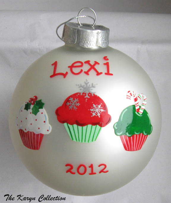 Cupcake Ornament.....looks super delicious on your tree!!!